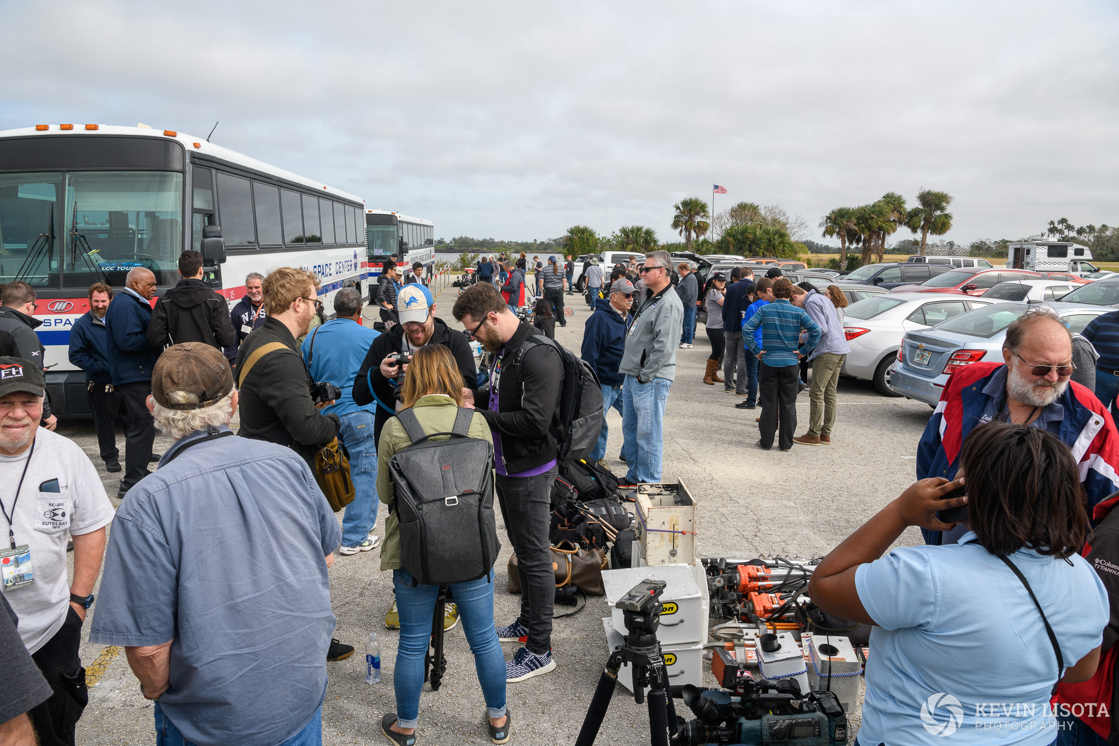 Photographers prepare for Falcon Heavy maiden launch