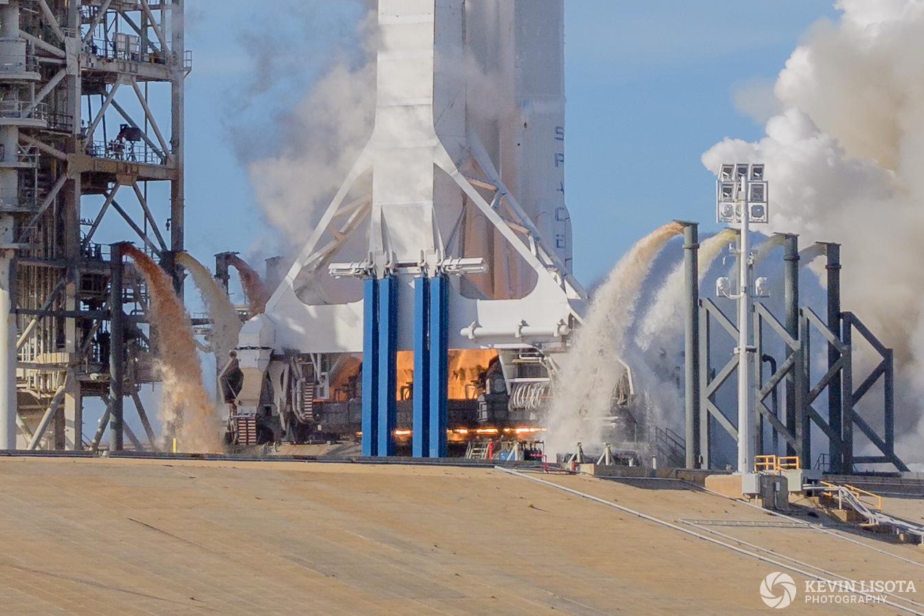 Ignition of the SpaceX Merlin engines on Falcon Heavy