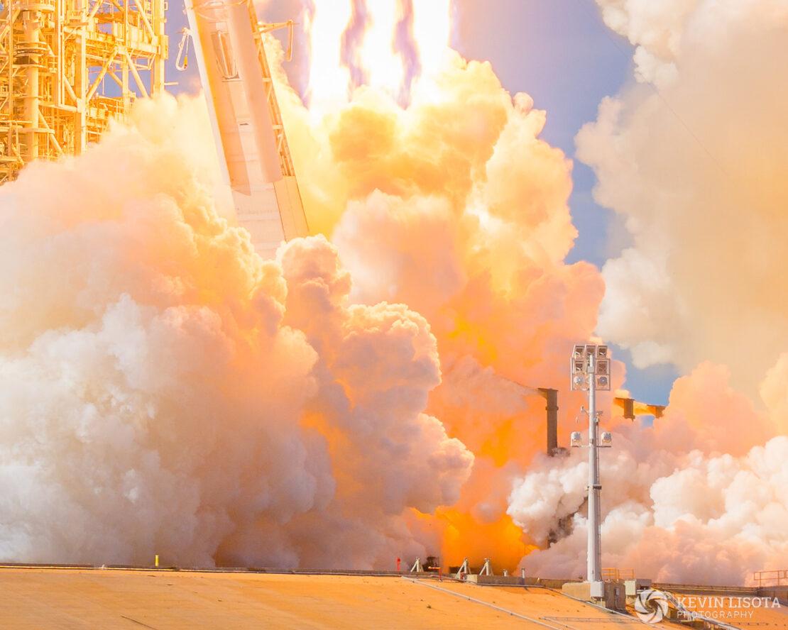 Falcon Heavy exhaust cloud colors