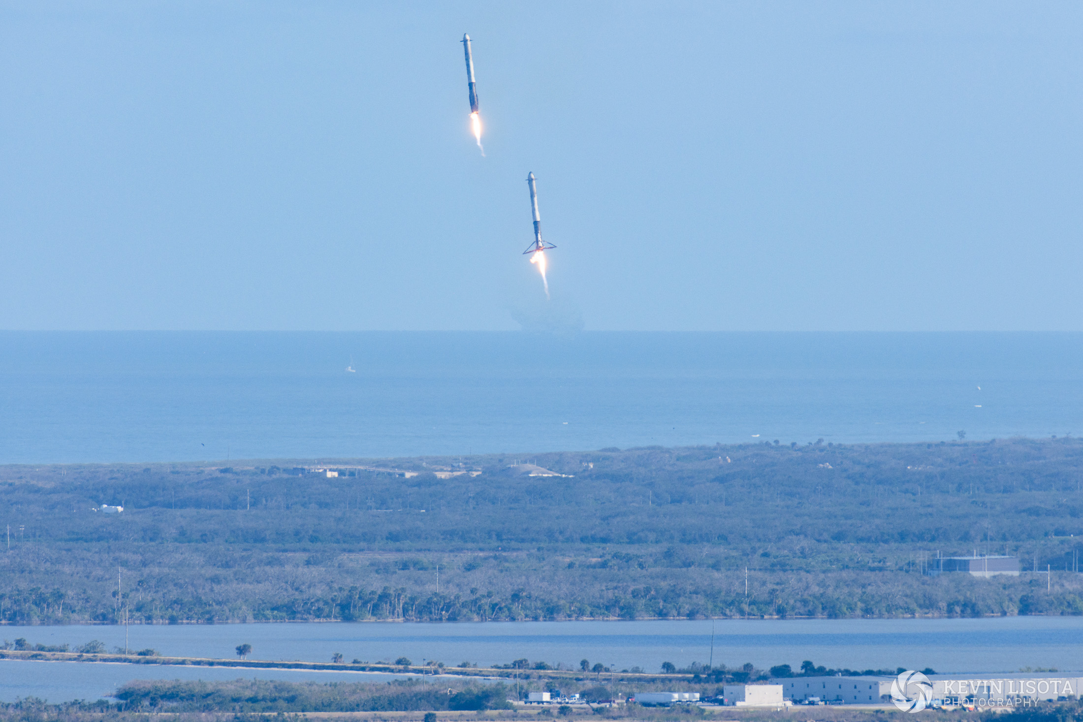 Falcon Heavy side booster landing