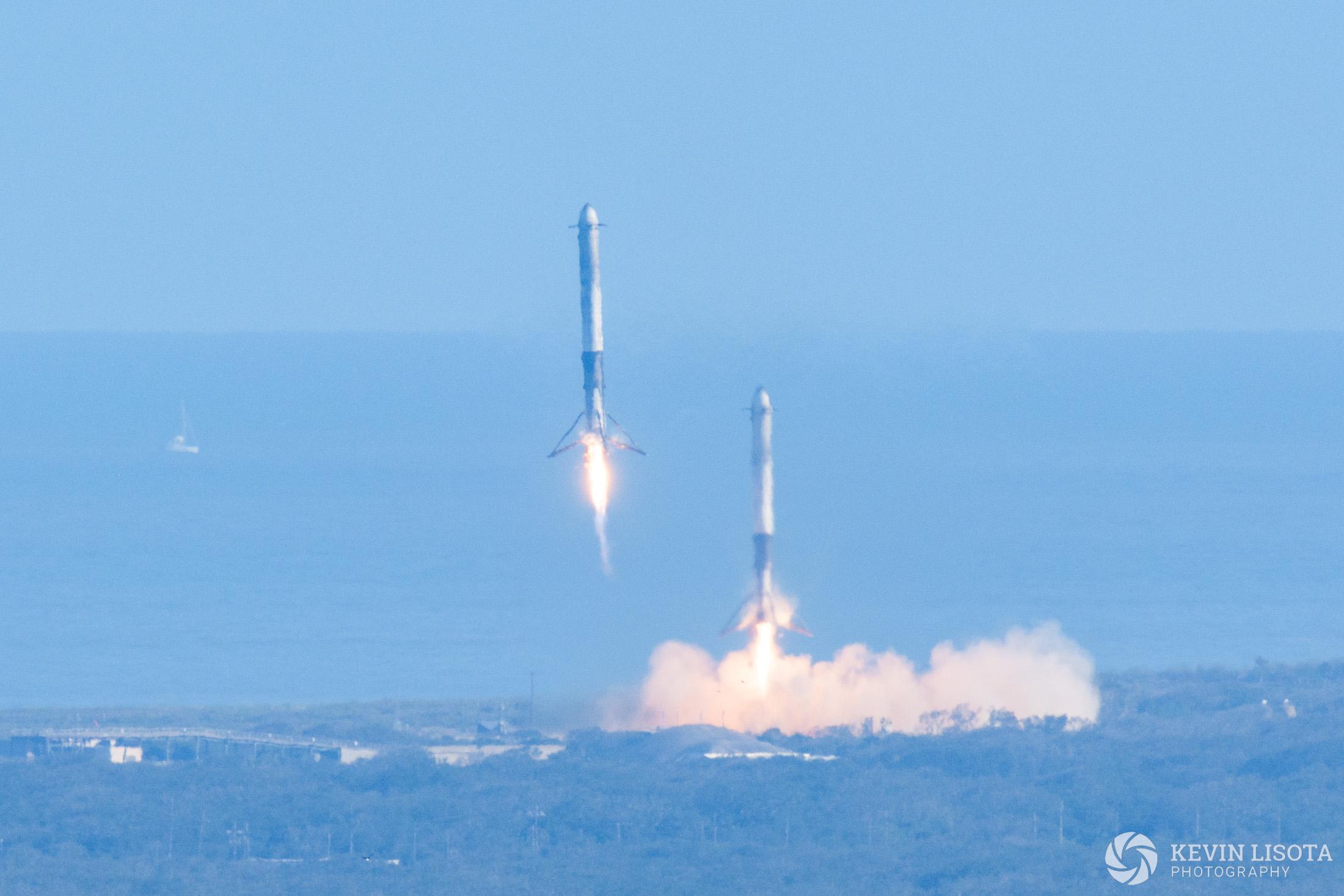 Falcon Heavy side booster landing